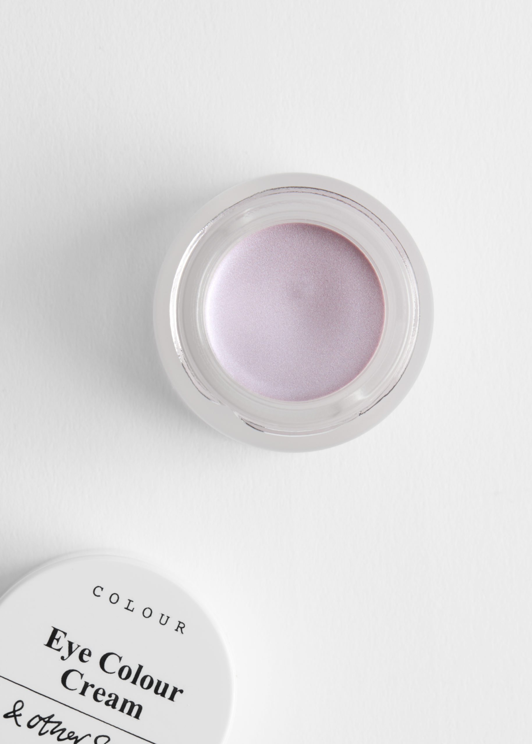 & Other Stories introduceert nieuwe nieuwe lente make-up