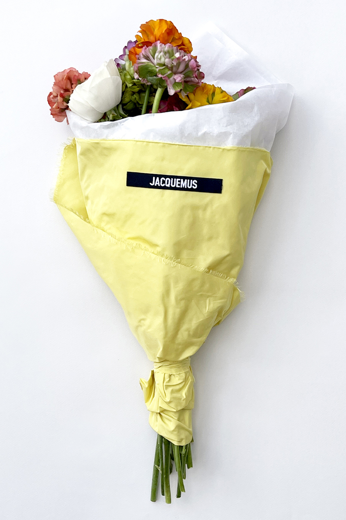 Jacquemus opent pop-up bloemenwinkel in Parijs